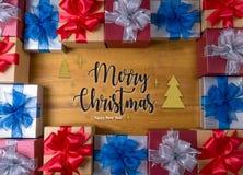 Το δώρο ΚΙΒΩΤΙΩΝ και το μικρό δώρο που τυλίγονται, παρουσιάζουν και Χριστούγεννα, δώρο Στοκ εικόνες με δικαίωμα ελεύθερης χρήσης