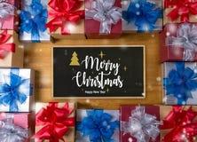 Το δώρο ΚΙΒΩΤΙΩΝ και το μικρό δώρο που τυλίγονται, παρουσιάζουν και Χριστούγεννα, blan Στοκ φωτογραφία με δικαίωμα ελεύθερης χρήσης