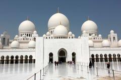 το Al Άραβας abu 2 όπως είναι το δοχείο μπορεί Παρασκευή εμιράτων σαράντα dhabi χωρών eid συλλέγοντας μεγάλο αρχισμένο hh βασικό  Στοκ Εικόνες