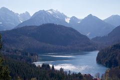 Το Alpsee και οι Άλπεις, Βαυαρία Στοκ φωτογραφία με δικαίωμα ελεύθερης χρήσης