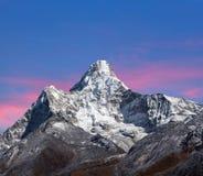 Το Ama Dablam τοποθετεί στο Νεπάλ Ιμαλάια Στοκ Εικόνα