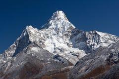 Το Ama Dablam τοποθετεί στο Νεπάλ Ιμαλάια Στοκ Εικόνες