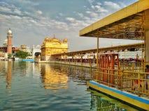 το amritsar κτήριο κάλυψε τον ολόκληρο χρυσό χρυσό ναό φύλλων της Ινδίας Στοκ Εικόνες
