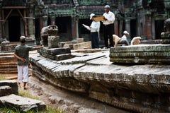το angkor αποκαθιστά την ΟΥΝΕΣΚΟ περιοχών επιστημόνων καταστροφών wat Στοκ Φωτογραφίες