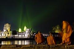 το angkor που εξισώνει τις ελαφριές καταστροφές μοναχών εμφανίζει ρολόι Στοκ εικόνα με δικαίωμα ελεύθερης χρήσης