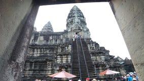 Το Angkor Wat είναι ένας γιγαντιαίος ινδός ναός σύνθετος στην Καμπότζη απόθεμα βίντεο