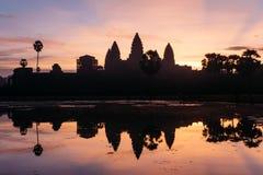 Το Angkor Wat κατά τη διάρκεια μιας όμορφης ανατολής, Siem συγκεντρώνει, Καμπότζη Στοκ φωτογραφία με δικαίωμα ελεύθερης χρήσης