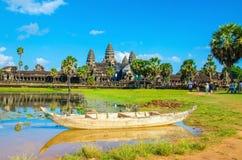 Το Angkor Wat με την παλαιά βάρκα, Siem συγκεντρώνει, Καμπότζη Στοκ φωτογραφία με δικαίωμα ελεύθερης χρήσης