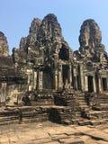 Το Angkor Wat σε Siem συγκεντρώνει, Cambodia Πέτρινα πρόσωπα που χαράζονται στις αρχαίες καταστροφές του Khmer ναού Bayon Στοκ εικόνες με δικαίωμα ελεύθερης χρήσης