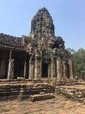 Το Angkor Wat σε Siem συγκεντρώνει, Cambodia Πέτρινα πρόσωπα που χαράζονται στις αρχαίες καταστροφές του Khmer ναού Bayon Στοκ Φωτογραφίες
