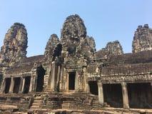 Το Angkor Wat σε Siem συγκεντρώνει, Cambodia Πέτρινα πρόσωπα που χαράζονται στις αρχαίες καταστροφές του Khmer ναού Bayon Στοκ φωτογραφία με δικαίωμα ελεύθερης χρήσης