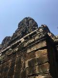 Το Angkor Wat σε Siem συγκεντρώνει, Cambodia Πέτρινα πρόσωπα που χαράζονται στις αρχαίες καταστροφές του Khmer ναού Bayon Στοκ Εικόνες