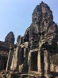Το Angkor Wat σε Siem συγκεντρώνει, Cambodia Πέτρινα πρόσωπα που χαράζονται στις αρχαίες καταστροφές του Khmer ναού Bayon Στοκ Εικόνα