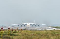 Το Antonov ένας-225 αεροσκάφη Mriya απογειώνεται από το airpor Gostomel Στοκ Εικόνες