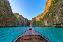 Το AO pi Leh είναι κολυμπώντας με αναπνευτήρα λιμνοθάλασσα γύρου σημείου διάσημη Phi Phi στα νησιά, Krabi, Ταϊλάνδη Στοκ Εικόνες