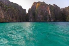 Το AO pi Leh είναι κολυμπώντας με αναπνευτήρα λιμνοθάλασσα γύρου σημείου διάσημη Phi Phi στα νησιά, Krabi, Ταϊλάνδη Στοκ φωτογραφίες με δικαίωμα ελεύθερης χρήσης