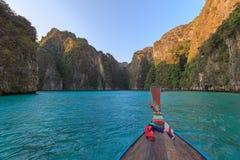 Το AO pi Leh είναι κολυμπώντας με αναπνευτήρα λιμνοθάλασσα γύρου σημείου διάσημη Phi Phi στα νησιά, Krabi, Ταϊλάνδη Στοκ φωτογραφία με δικαίωμα ελεύθερης χρήσης