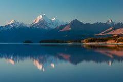 Το Aoraki τοποθετεί Cook και τη λίμνη Pukaki, την υψηλή χώρα του Καντέρμπουρυ, το νότιο νησί, τη Νέα Ζηλανδία και το δημοφιλή προ στοκ φωτογραφίες