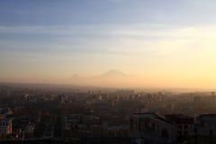 Το Ararat τοποθετεί πέρα από Jerevan Στοκ φωτογραφία με δικαίωμα ελεύθερης χρήσης