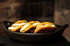 Το Arepas de choclo γέμισε με το άσπρο τυρί Στοκ Φωτογραφία