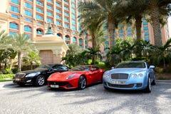 Το Atlantis το ξενοδοχείο και τα limousines φοινικών Στοκ Εικόνες