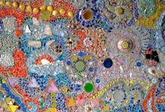 Το Benjarong έσπασε ενσωματωμένος στους τοίχους Στοκ Εικόνα