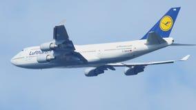 Το Boeing 747 απογείωση και αναρριχείται φιλμ μικρού μήκους