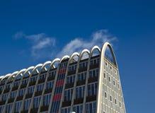 Το brutalist & το νεωτεριστικό κτήριο ραφιών ` φρυγανιάς `, γνωστά στο παρελθόν στοκ φωτογραφία με δικαίωμα ελεύθερης χρήσης