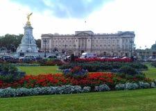 Το Buckingham Palace - το Λονδίνο στοκ φωτογραφίες