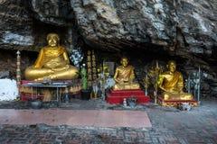 Το Buddhas κατά μήκος της σπηλιάς στο ιερό βουνό τοποθετεί Phousi, Luang Prabang, Λάος στοκ φωτογραφία με δικαίωμα ελεύθερης χρήσης