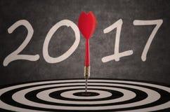 Το Bullseye χτύπησε το στόχο στο dartboard με το 2017 Στοκ Εικόνες
