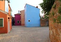 Το Burano Ιταλία είναι ένα νησί κοντά στη Βενετία με τα ζωηρόχρωμα σπίτια Στοκ εικόνες με δικαίωμα ελεύθερης χρήσης