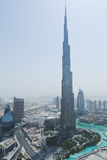 Το burj Khalifa πυροβόλησε από τη στέγη του πύργου hikma Al Στοκ Φωτογραφία
