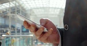 Το Businesspeople διατηρεί επαφή πάντα απόθεμα βίντεο