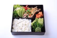 Το Buta Shoga Bento, ανακατώνει το τηγανισμένο χοιρινό κρέας με τη σάλτσα με το ρύζι και seaw Στοκ Εικόνες