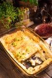 Το Cannelloni με κομματιάζει την πλήρωση και τις κάπαρες Στοκ φωτογραφία με δικαίωμα ελεύθερης χρήσης