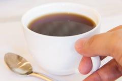Το cappuccino καφέ καυτό είναι πολύ δημοφιλές σε όλο τον κόσμο στοκ εικόνα