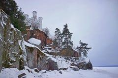 Το Castle σε έναν βράχο έναν χειμώνα δασικό Monrepo είναι ένα δύσκολο πάρκο τοπίων στις ακτές του κόλπου προστατευτικού Vyborg το στοκ εικόνες με δικαίωμα ελεύθερης χρήσης