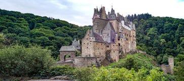 Το Castle Eltz είναι ένα γερμανικό απολύτως ζαλίζοντας κάστρο φρουρίων Στοκ Εικόνα