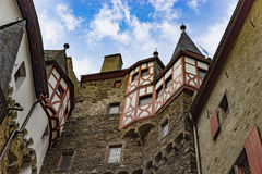 Το Castle Eltz είναι ένα γερμανικό απολύτως ζαλίζοντας κάστρο φρουρίων Στοκ φωτογραφία με δικαίωμα ελεύθερης χρήσης