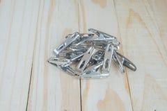 Το Clothespin στο ξύλινο υπόβαθρο Στοκ φωτογραφία με δικαίωμα ελεύθερης χρήσης