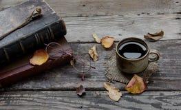 Το Coffe και παλαιός αυξήθηκε Στοκ Εικόνες