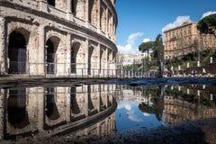 Το Colosseum και η αντανάκλαση μιας λακκούβας, Ρώμη Στοκ Φωτογραφία
