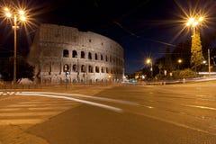 Το Colosseum στη Ρώμη στην κυκλοφορία Στοκ Φωτογραφία