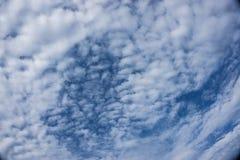 Το Couldy στην ηλιόλουστη ημέρα αισθάνεται θερμό Στοκ εικόνα με δικαίωμα ελεύθερης χρήσης