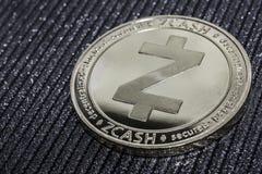 Το cryptocurrency νομισμάτων zcash για την κινηματογράφηση σε πρώτο πλάνο ZEC στοκ φωτογραφία