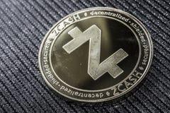 Το cryptocurrency νομισμάτων zcash για την κινηματογράφηση σε πρώτο πλάνο ZEC στοκ εικόνες