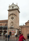 Το della Ragione Palazzo με τον πύργο ρολογιών κοιλάδων ` Orologio ` Torre ` Mantua Στοκ Εικόνες