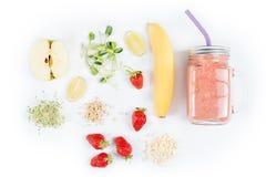 Το Detox καθαρίζει τα συστατικά καταφερτζήδων ποτών, φρούτων και μούρων Φυσικός, οργανικός υγιής χυμός για τη διατροφή απώλειας β στοκ φωτογραφίες με δικαίωμα ελεύθερης χρήσης