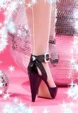το disco σφαιρών βάζει τακούνι&alph Στοκ εικόνα με δικαίωμα ελεύθερης χρήσης